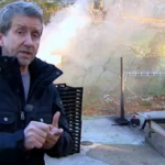 Martin Timell: Släck aldrig med vatten – använd brandsläckare!