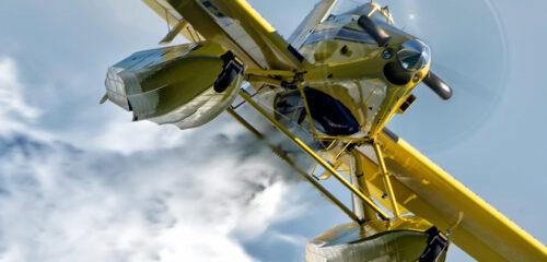 Brandbekämpningsflygplanen är av typen Air Tractor AT-802 Fire boss. De kan släppa 3000 liter vatten per fällning. - Pressfotot tillhandahållet av MSB.